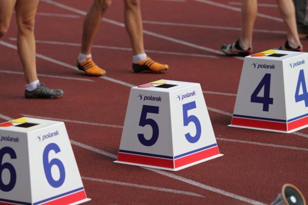Indicador de cuatro caras Polanik para pistas de atletismo - 45 cm